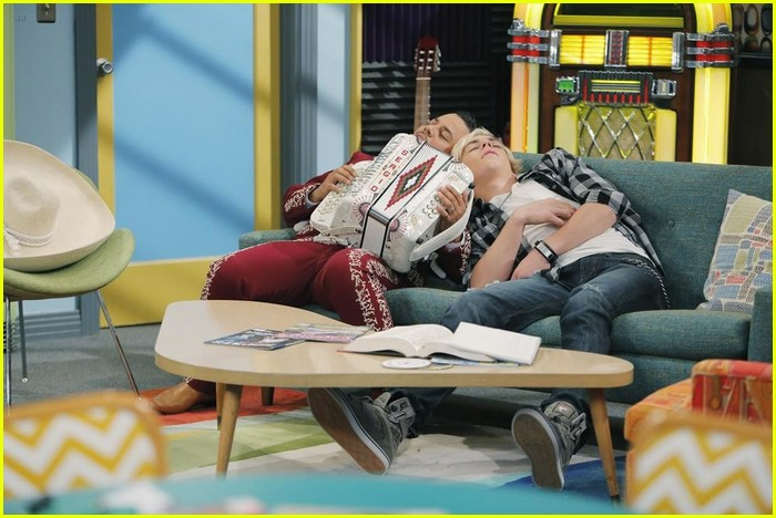 austin moon fails spanish austin ally stills 08