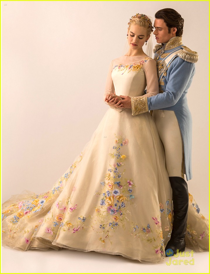 Lily James See Cinderella S Wedding Gown Now Photo