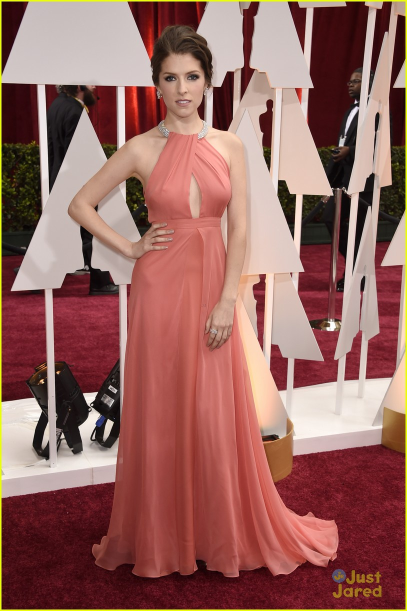Anna Kendrick Arrives in Style for Oscars 2015 Red Carpet! | Photo ...