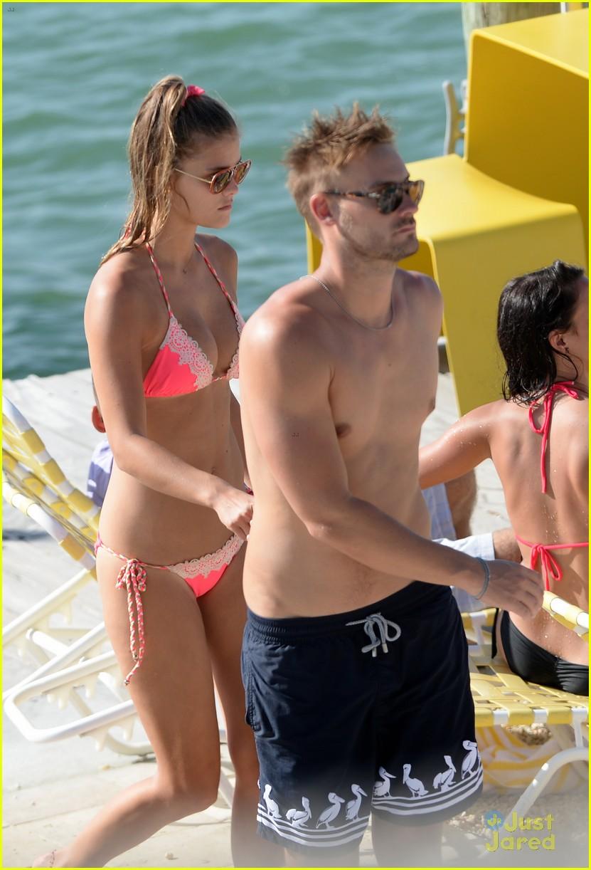 nina agdal hot bikini body heats up miami 31