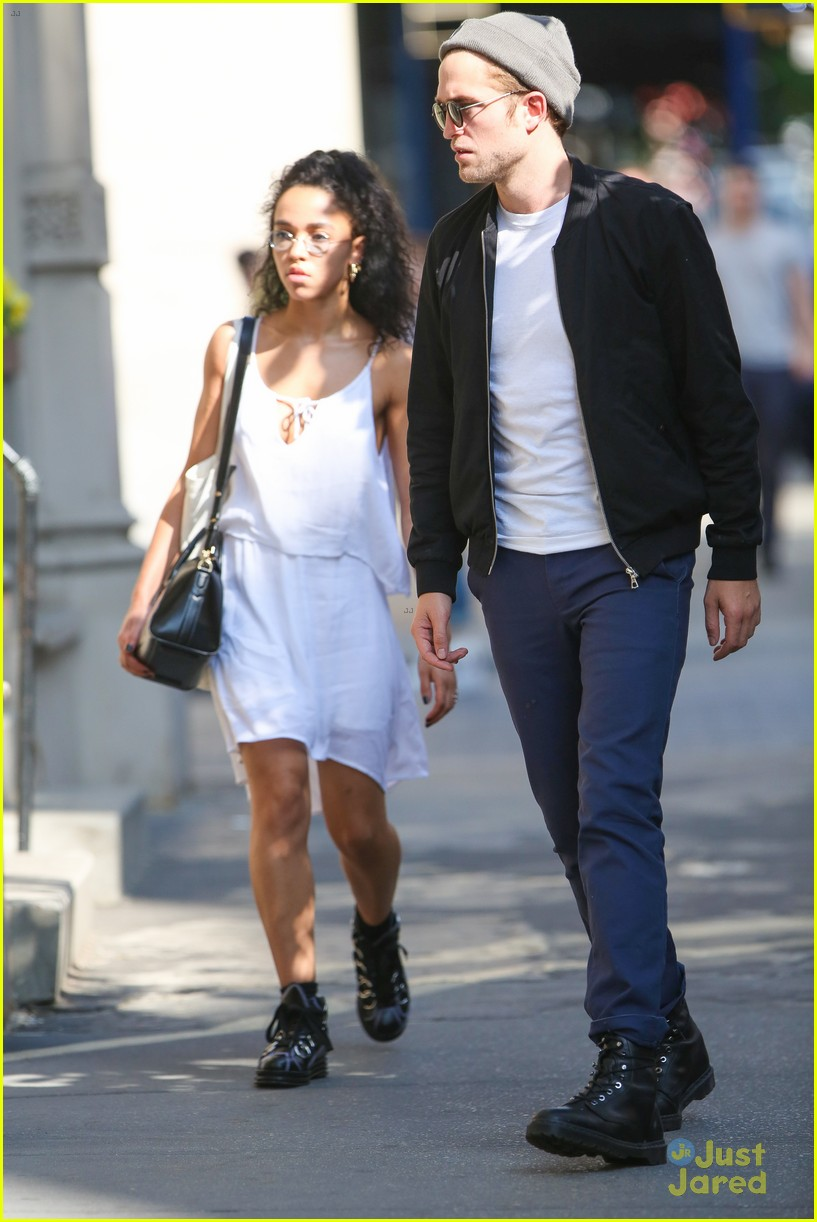 Robert Pattinson & FKA twigs Look Perfect Together During ... Zac Efron Nyc