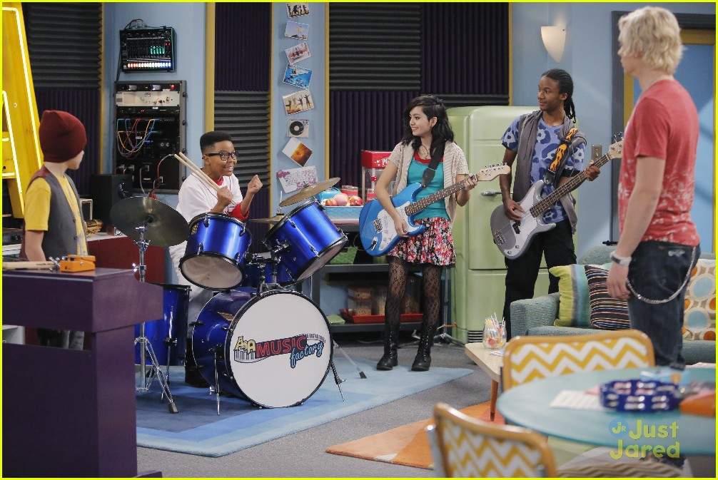austin ally mini mes muffin baskets stills 07