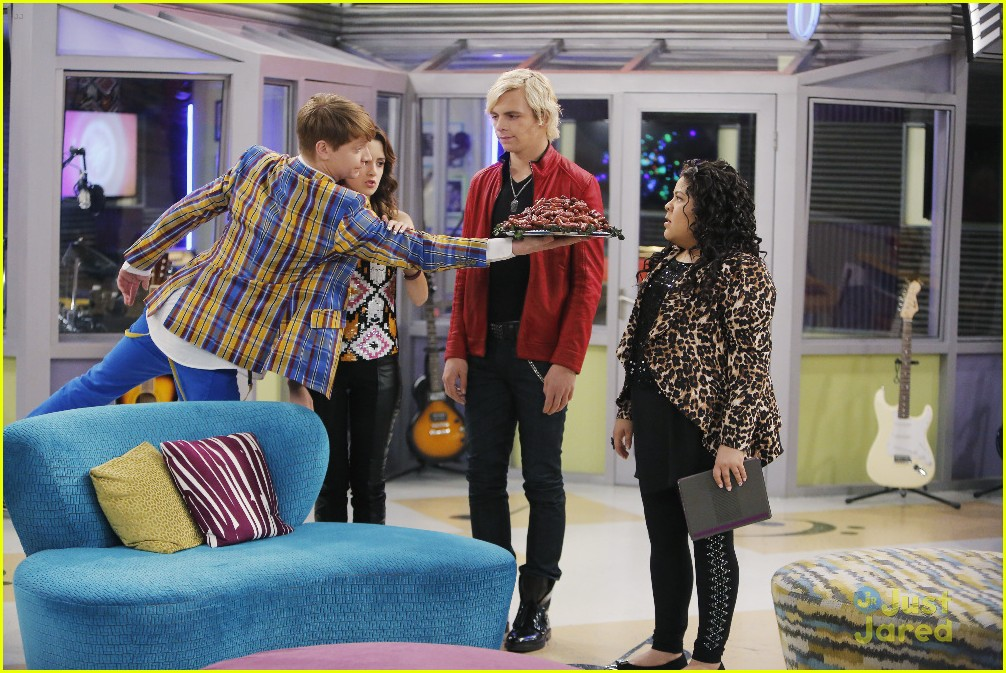 austin ally mini mes muffin baskets stills 08