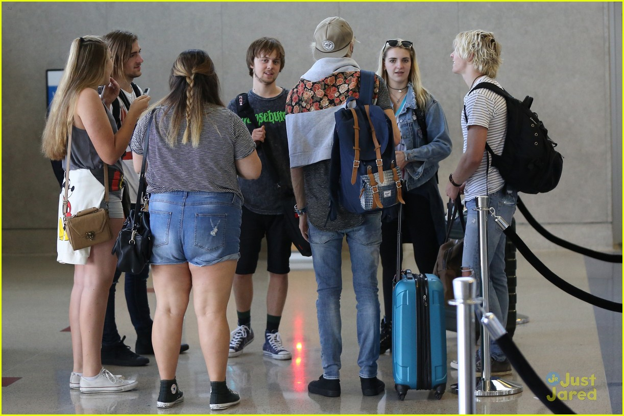 rydel lynch ellington ratliff kiss at airport flight out 07