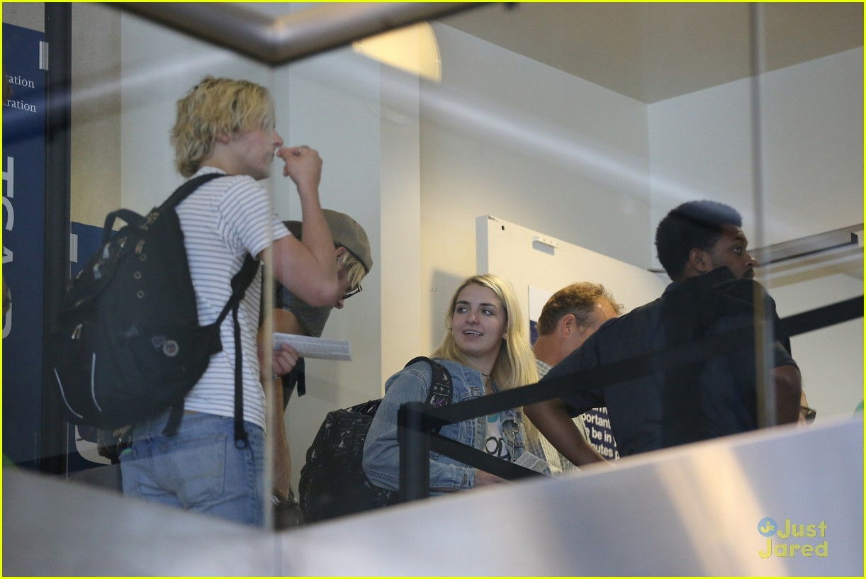 rydel lynch ellington ratliff kiss at airport flight out 08