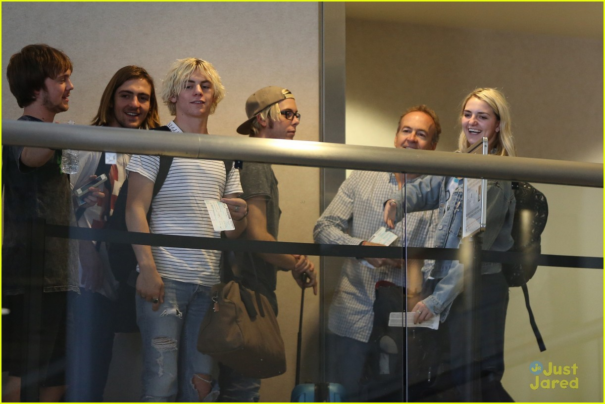 rydel lynch ellington ratliff kiss at airport flight out 21