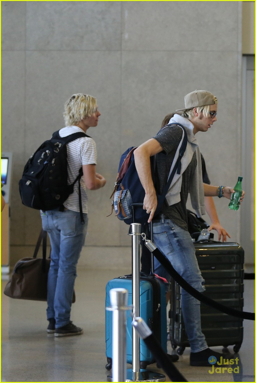 rydel lynch ellington ratliff kiss at airport flight out 31