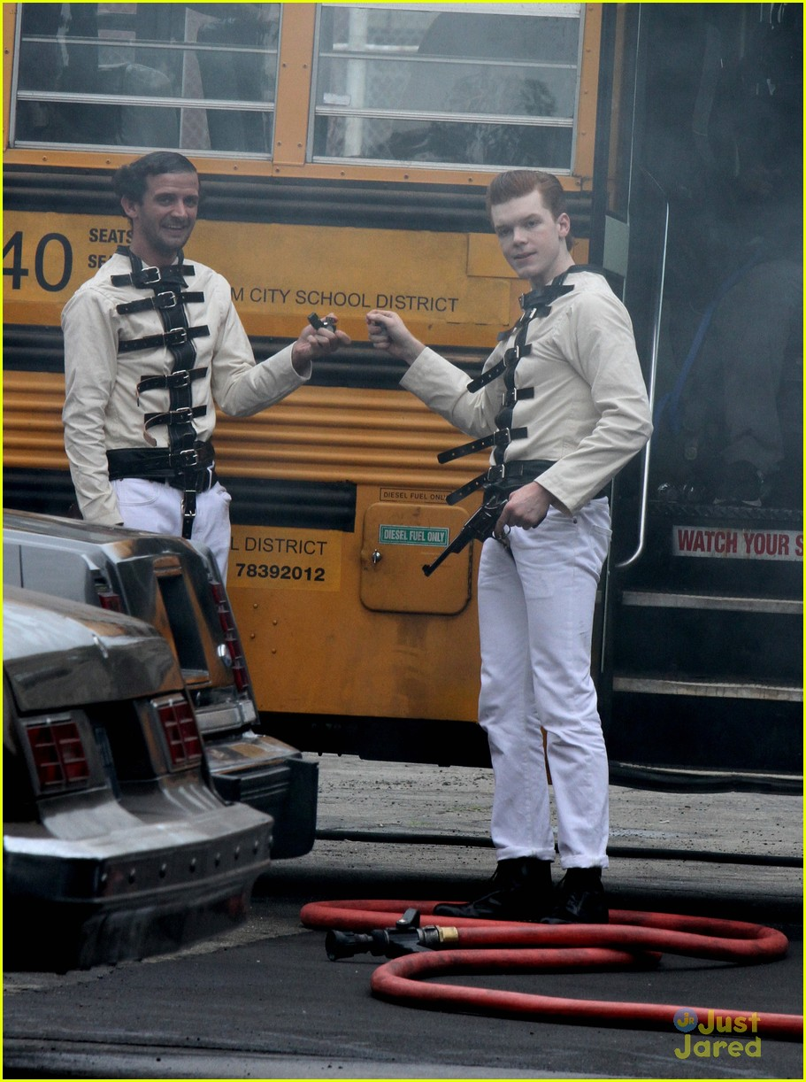 Cameron Monaghan Wears a Straight Jacket While Playing The Joker ...