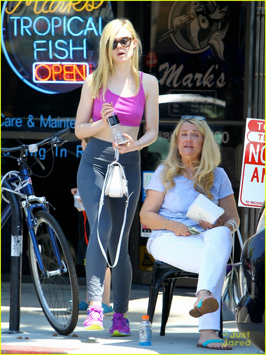 elle fanning shoe shopping joy workout other errands 22