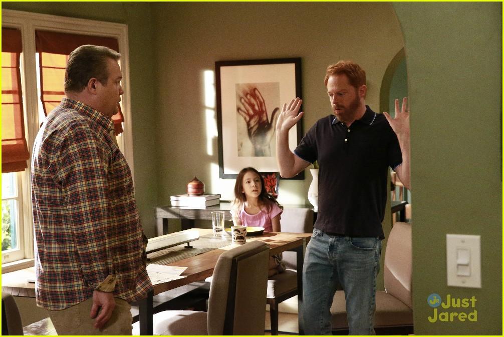 Watch Modern Family Season 9 Episode 1 Online Free