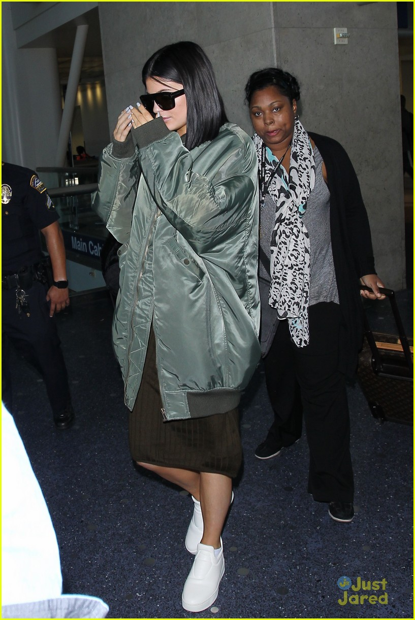 kendall kylie jenner lax again after balmain show 09