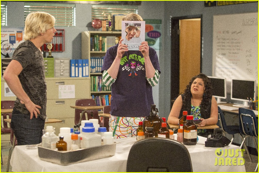 austin ally cap gowns episode stills 09