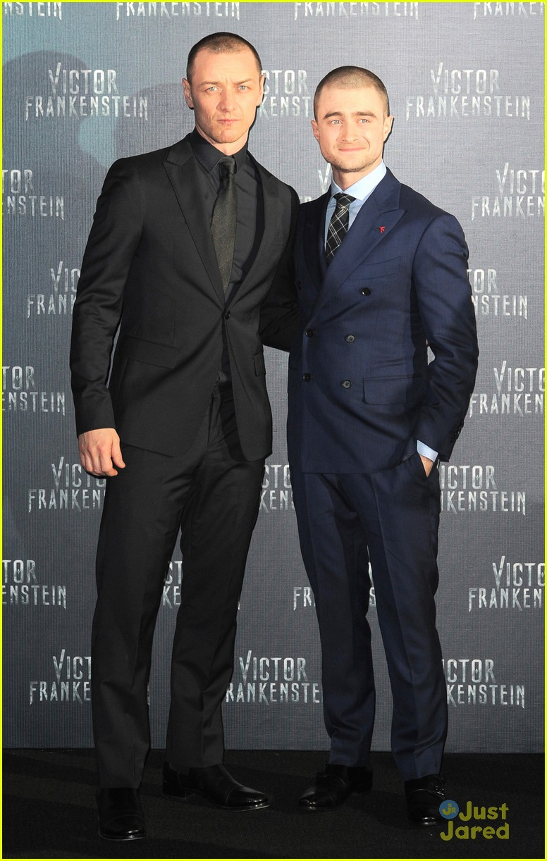 ¿Cuánto mide James McAvoy? - Real height Daniel-radcliffe-james-mcavoy-frankenstein-mexico-premiere-21