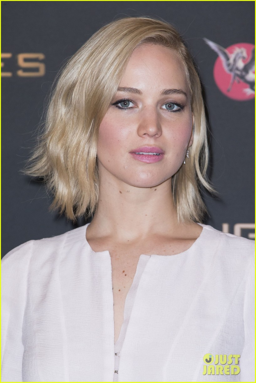 Jennifer Lawrences Hair Evolution From Blonde to