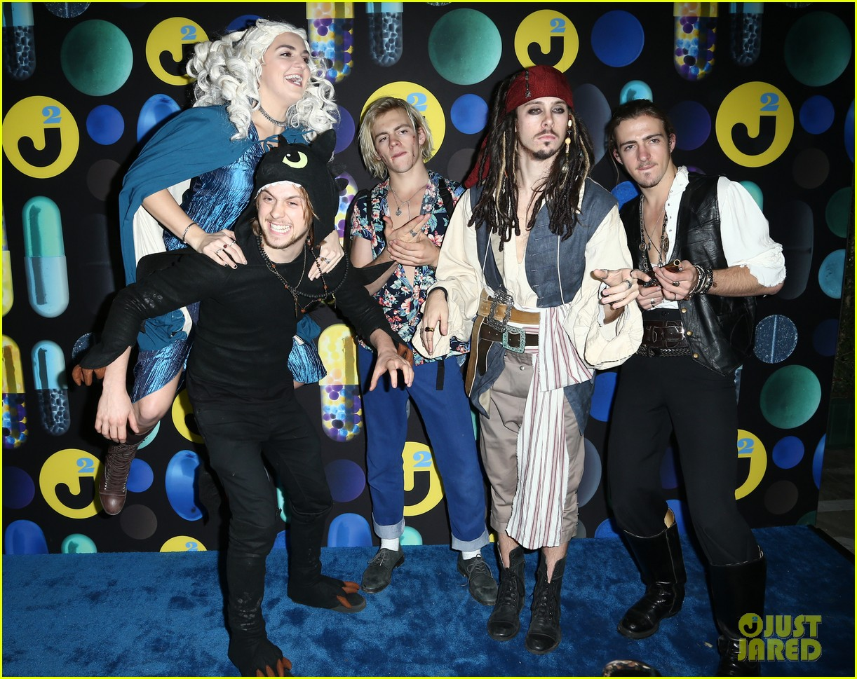 ross lynch courntey eaton just jared halloween party 09