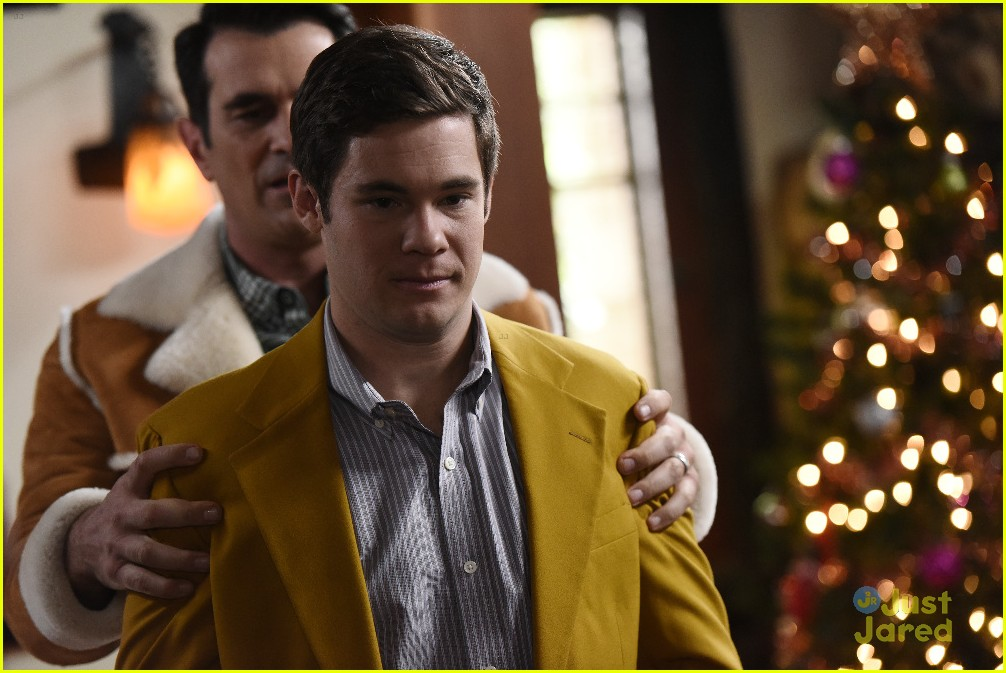 Andy Gets Invited to Family Christmas With Haley on 'Modern Family ...