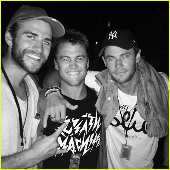 chris hemsworth has a brothers night out with liam luke 01