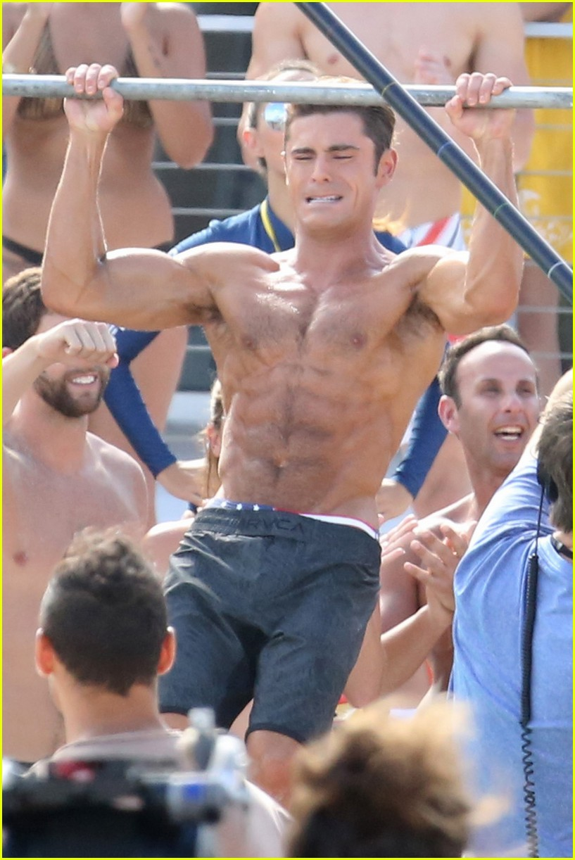 zac efron pull up contest baywatch 03