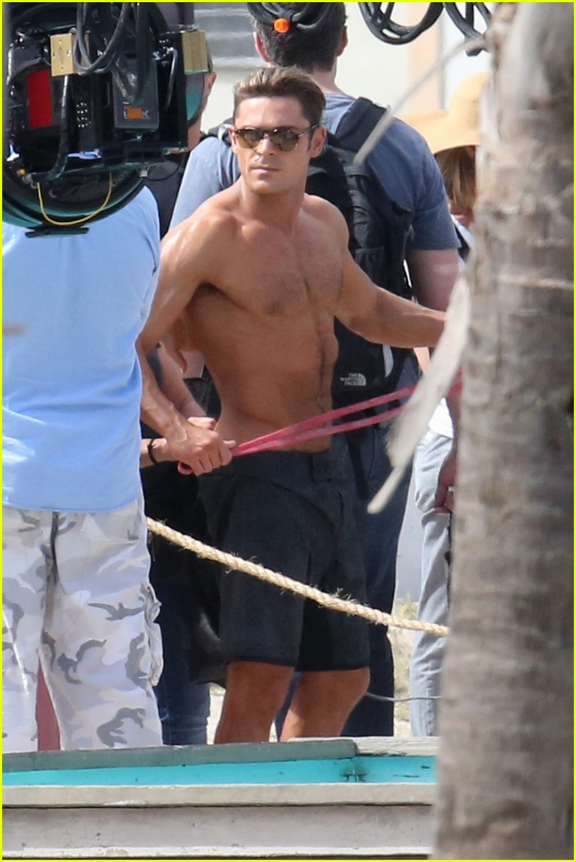 zac efron pull up contest baywatch 09
