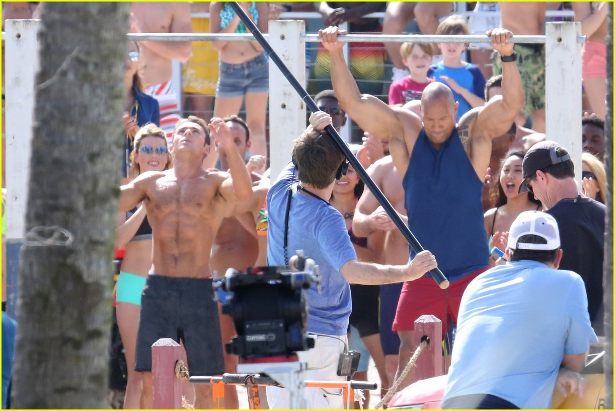 zac efron pull up contest baywatch 33