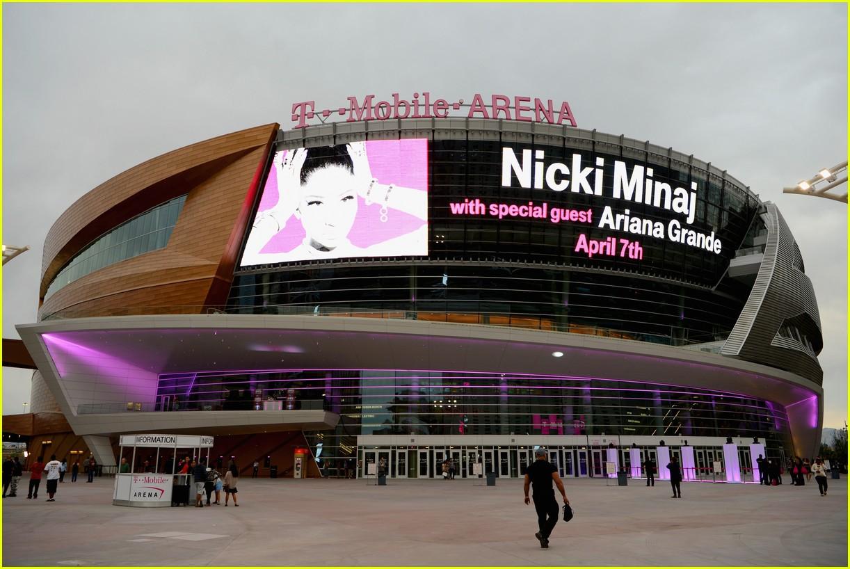 Nicki Minaj Ariana-grande-nicki-minaj-t-mobile-arena-07