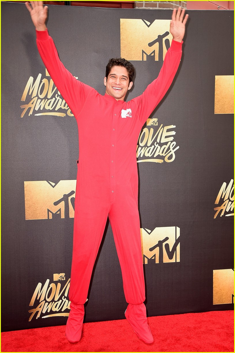 tyler posey teen wolf mtv movie awards 01