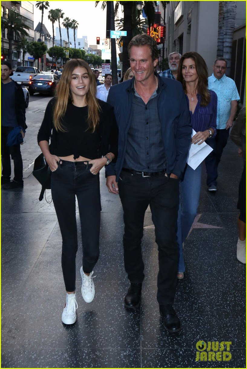 kaia gerber mom cindy crawford are basically twins in new pic 01
