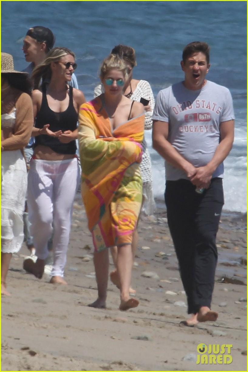Vanessa Hudgens & Austin Butler Have a Beach Day in Malibu ... Jennifer Lawrence Boyfriend