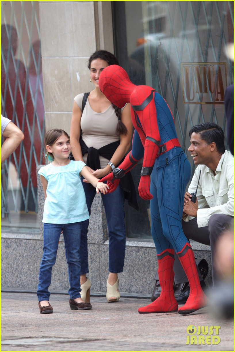 spider man swings into action on set 23