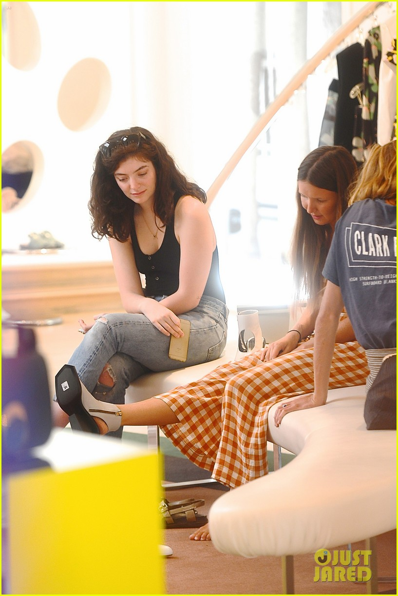 lorde marni shopping songwriting style broods 10