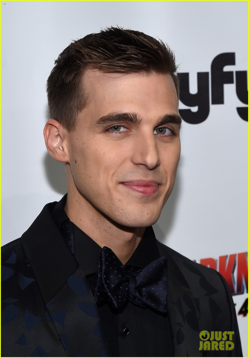 ryan newman amp cody linley premiere sharknado the 4th