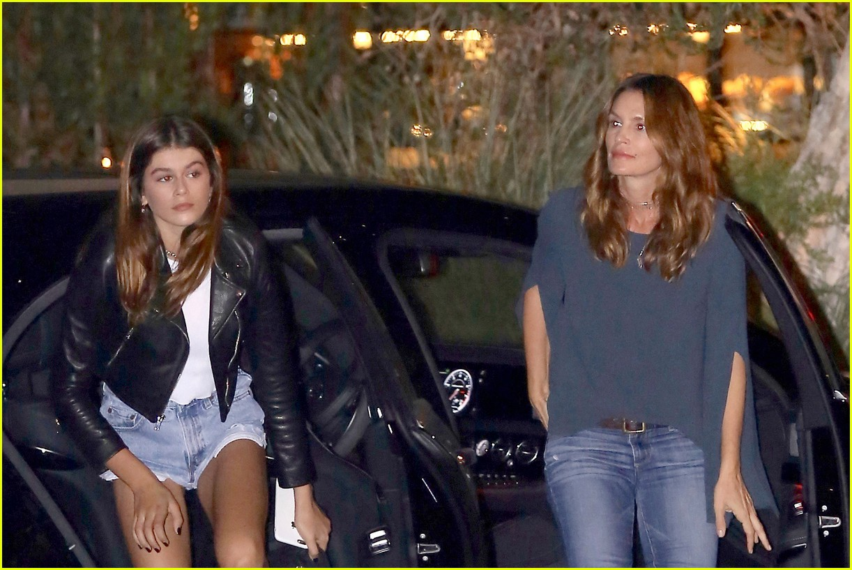 cindy crawford kaia gerber step out for family dinner 02