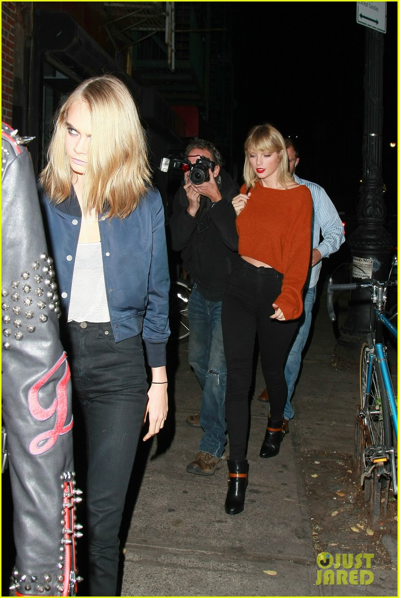 taylor swift grabs dinner with dakota johnson cara delevingne 07