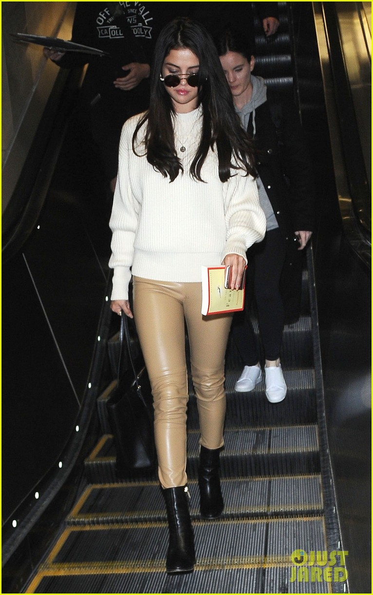 selena gomez arrives lax airport 05