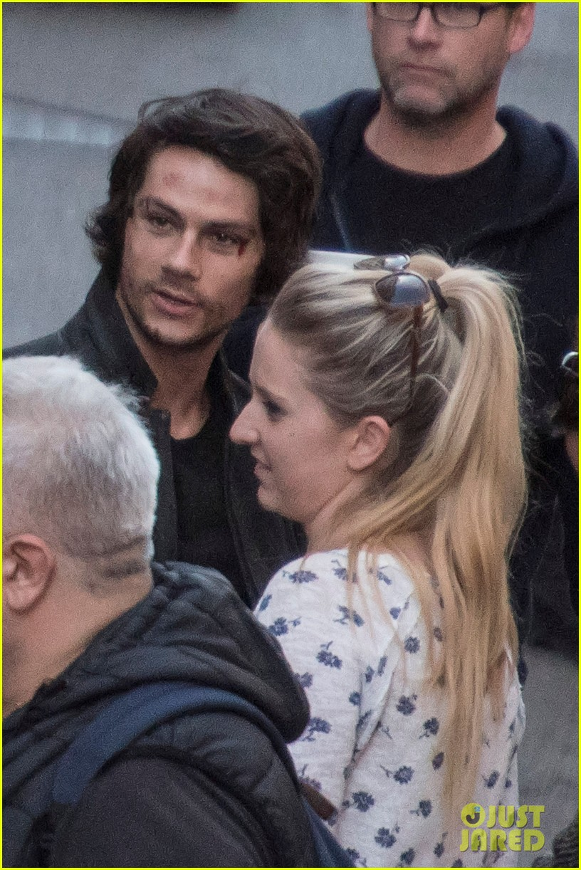 dylan obrien spotted on set for first time since accident 06