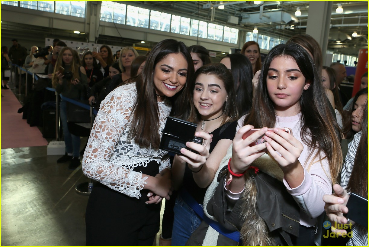 bethany mota beautycon london camp signup 05