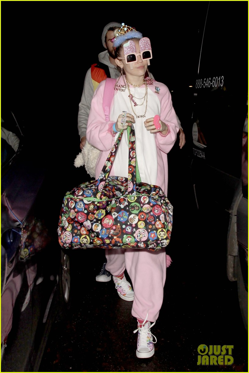 miley cyrus and liam hemsworth celebrate his birthday at flaming lips album release party 04