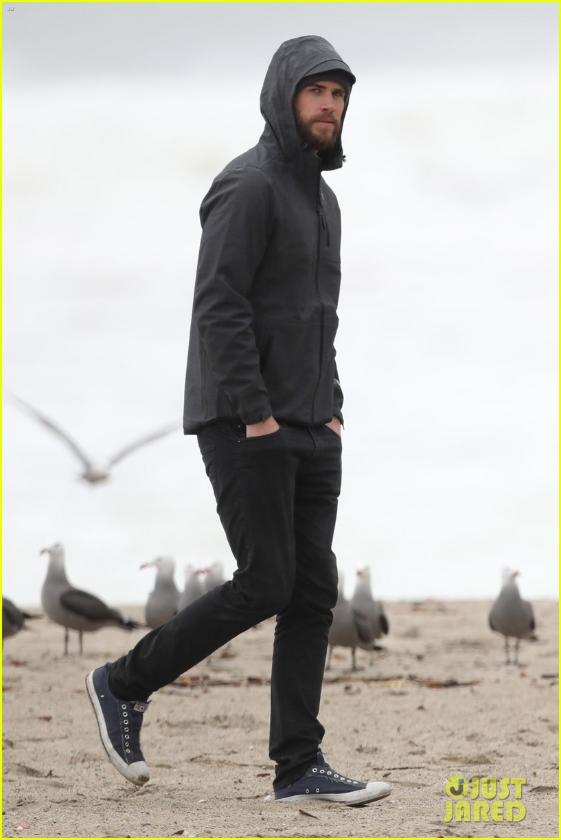 liam hemsworth and brother luke check out surf after socal storm 04