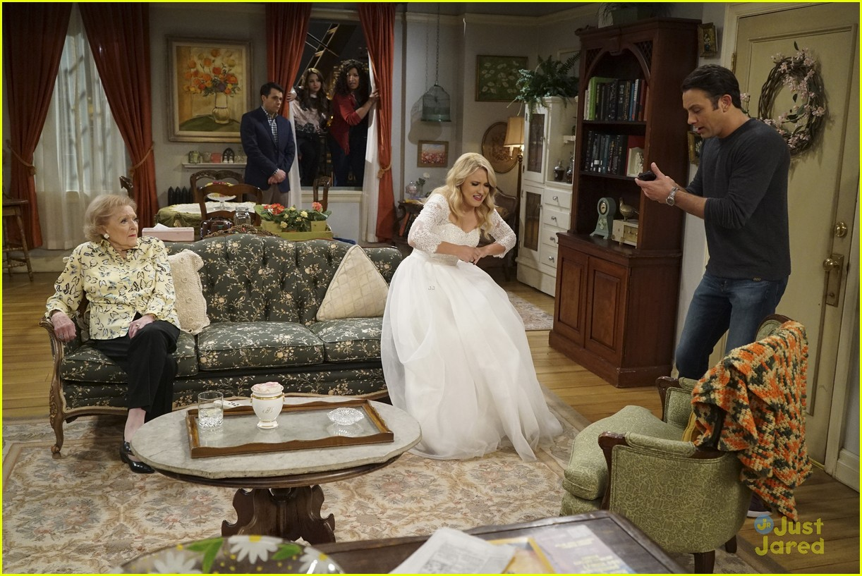 emily osment wedding dress episode betty white young hungry 08