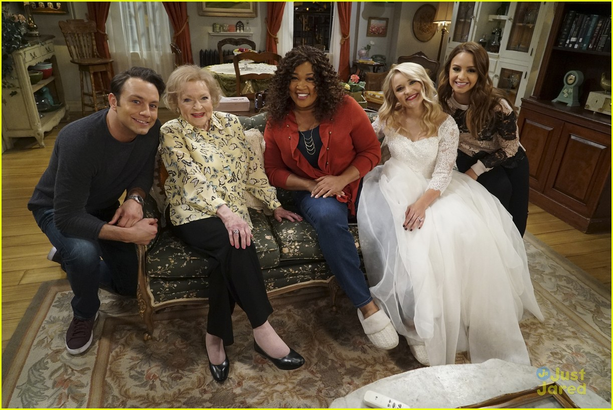 emily osment wedding dress episode betty white young hungry 09