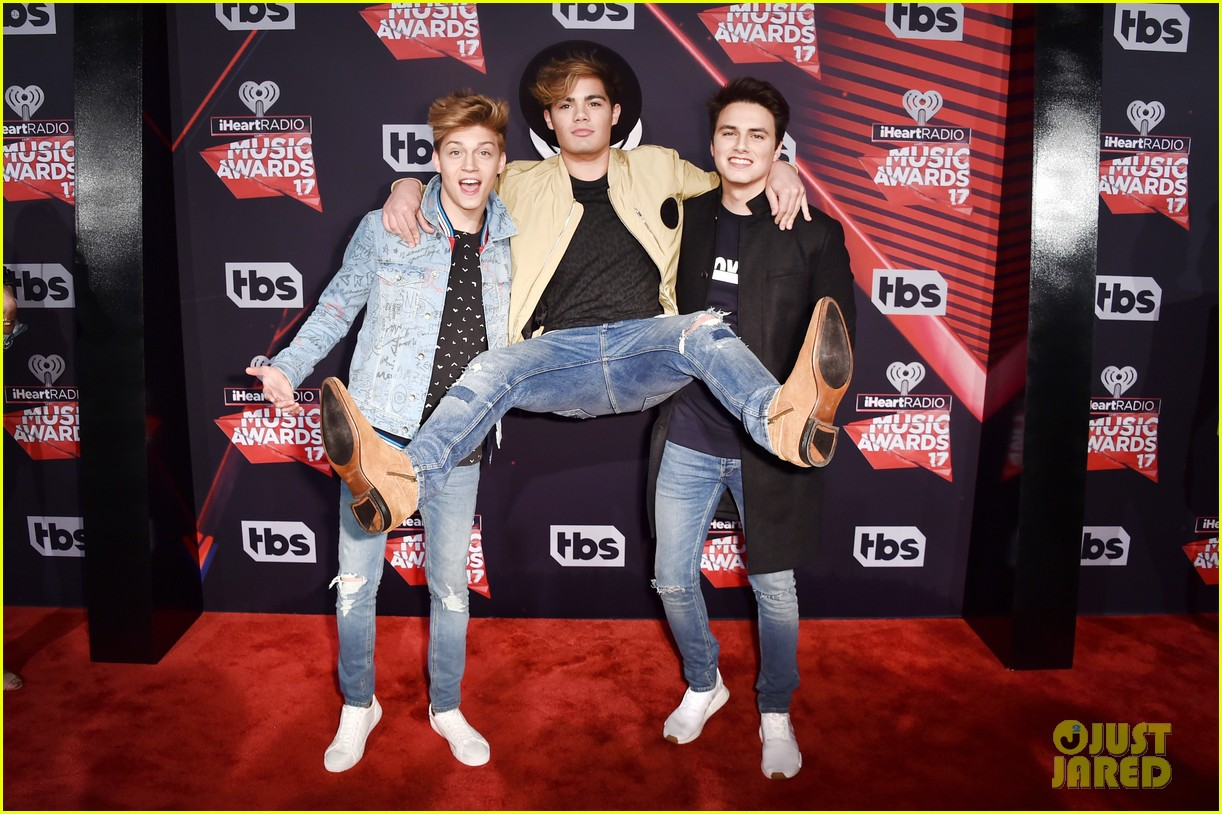 forever in your mind has fun on red carpet at iheartradio music awards 2017 02