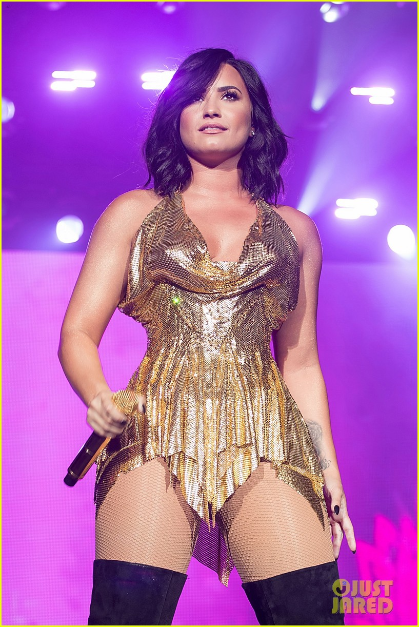 demi lovato performs at beautykind concert for causes in texas 14