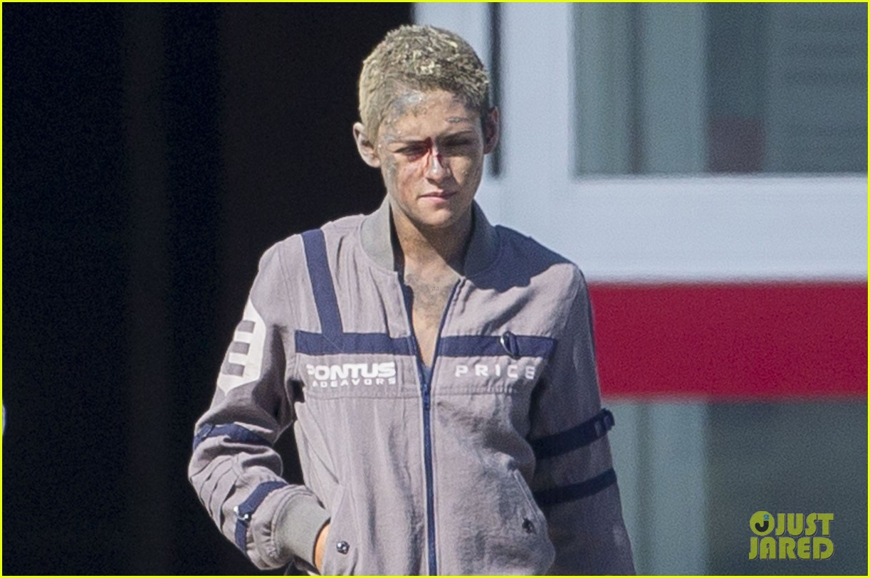 kristen stewart cut up bloody movie set 03