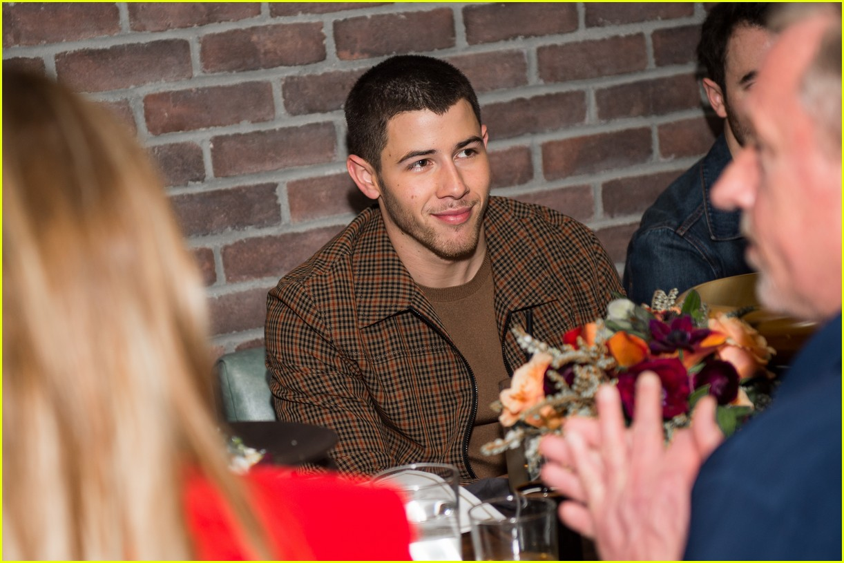 nick kevin jonas catch dinner 02
