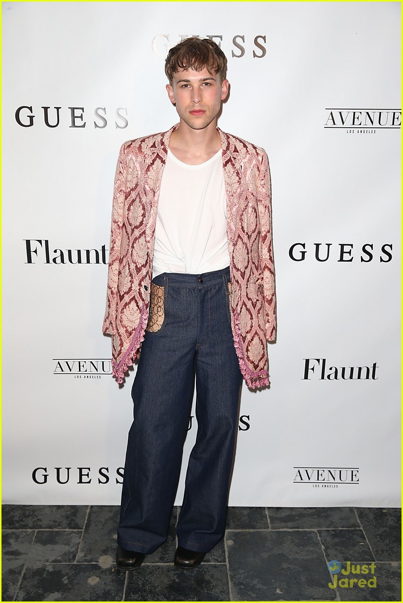 tommy dorfman skai chloe more guess flaunt party 01