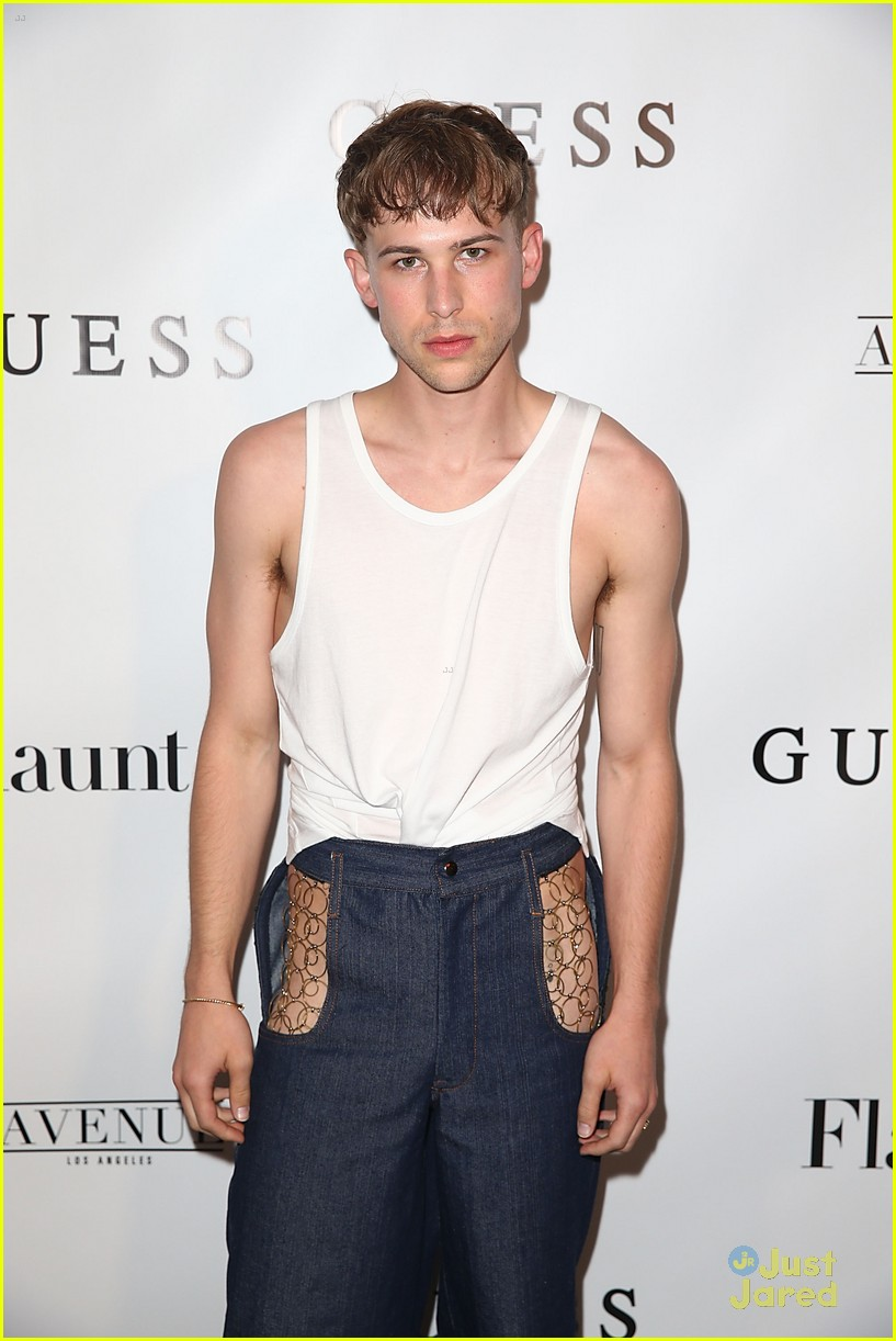 tommy dorfman skai chloe more guess flaunt party 06