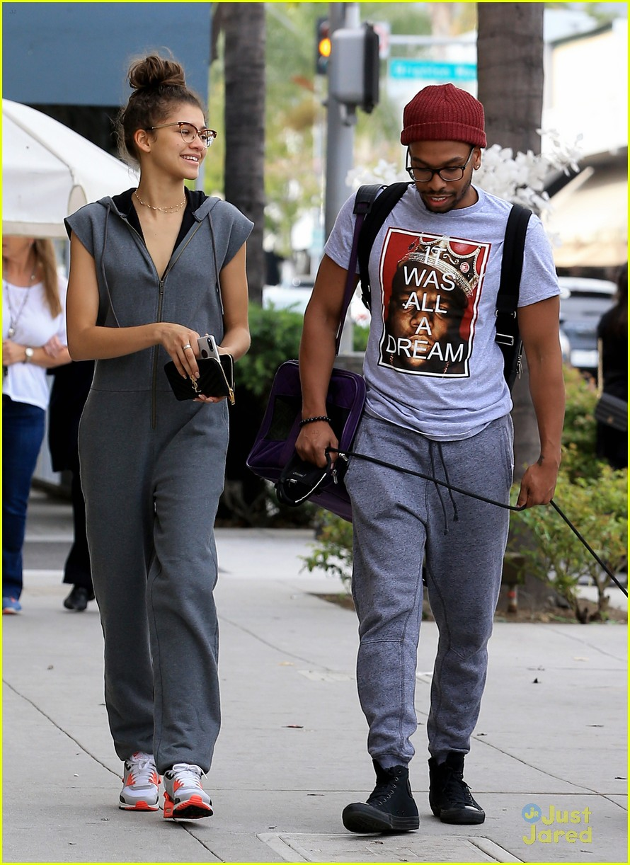 zendaya u0027s major pet peeves have everything to do with feet photo