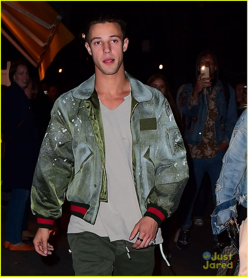 cameron dallas hailey baldwin nyc 03