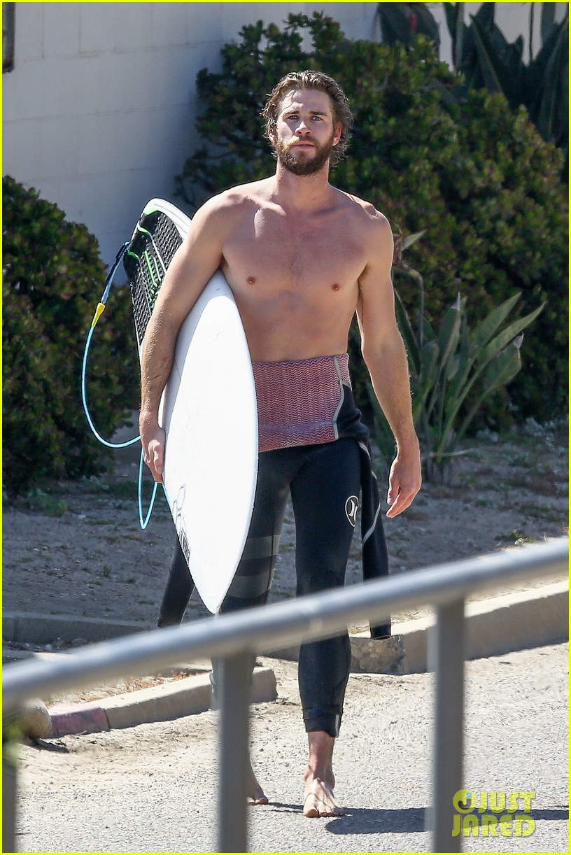 liam hemsworth goes shirtless for afternoon surfing sesh02