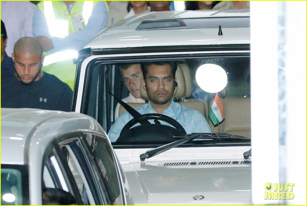justin bieber arrives for first concert in india02